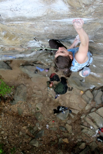 Alexa about to reach the final shakeout before the crux of Eyeless in Gaza (5.12b)