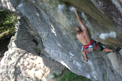 Andy Neuman on the Flying Monkeys crux of the Tin-Monkey's link up (5.13b)